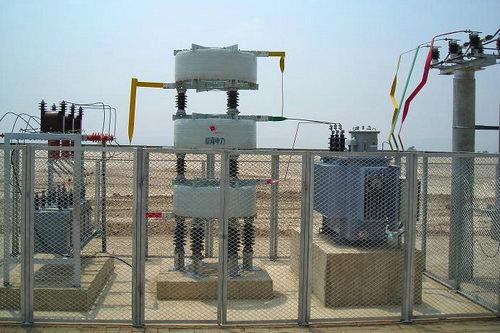采用有载调压器调节电容器的端电压来改变无功补偿