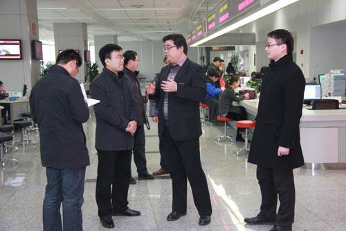 1月8日上午,济宁国家高新区党政办副主任徐言明一行3人到西安科技大